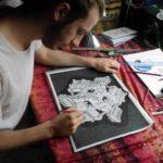 Hombre dibujando